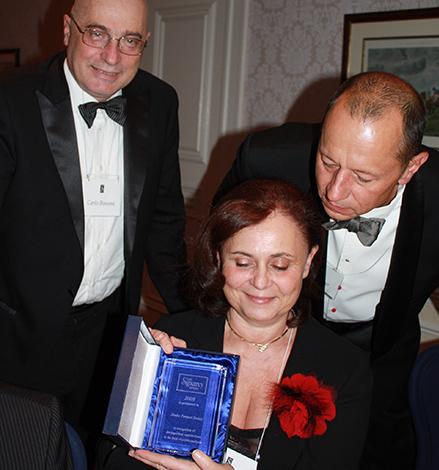 Carlo Bonomi, Mészáros Judit és George Sagi a Sigourney-díjjal