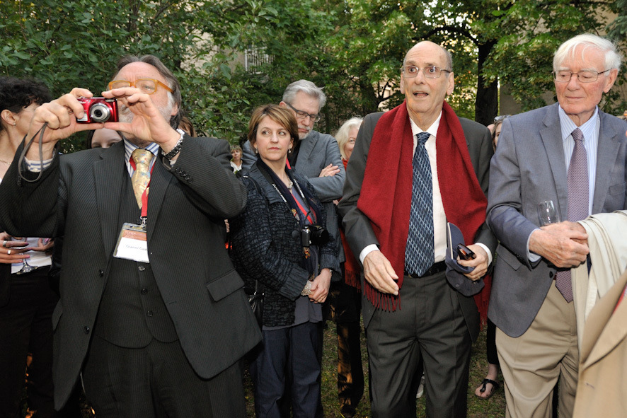 Gianni Guasto, André Haynal and Charles Hanely at the Garden party at the Faces of Trauma Conference, Budapest, 2012